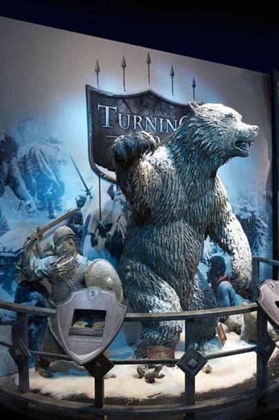 us-events-museums-portfolio-chronicles-of-narnia-bear-800x1200