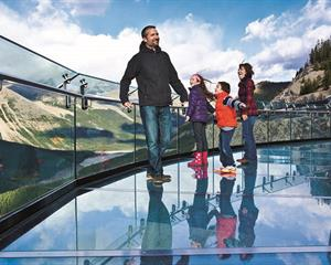 us-events-instalations-portfolio-glacier-skywalk-glacier-800x503