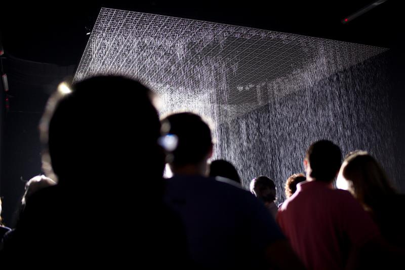 us-events-installations-portfolio-rain-room-public-800x533